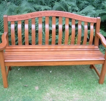 bench-presented-to-christies-22-6-06